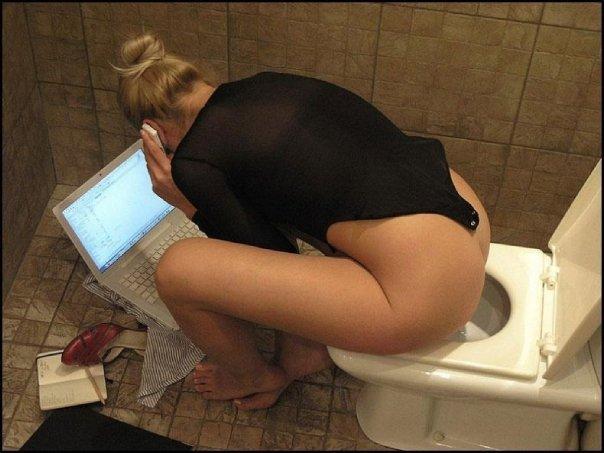 Resultado de imagen para mujeres en el baño