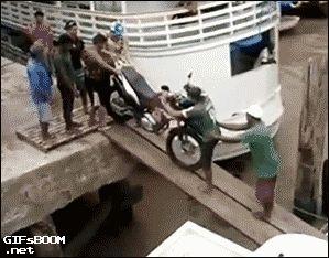 Motocicleta al agua