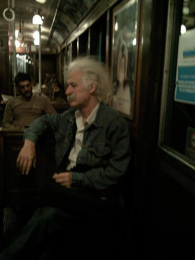 Einstein-en-el-bus