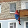 Un enorme cosplay de Spiderman