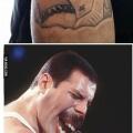 Un raro tatuaje de Fredy Mercury