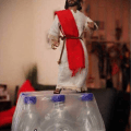 Impactante retrato de Jesus caminando sobre el agua