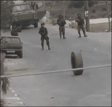Soldados vs una rueda