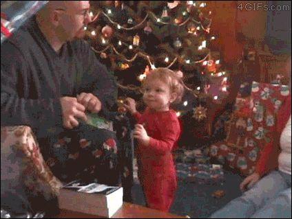 Formas de no abrir un regalo frente a un niño