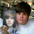 Literalmente es el doble de Justin Bieber