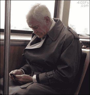 Cuando le das un smartphone a tu abuelo