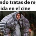Tratando de meter comida en el cine