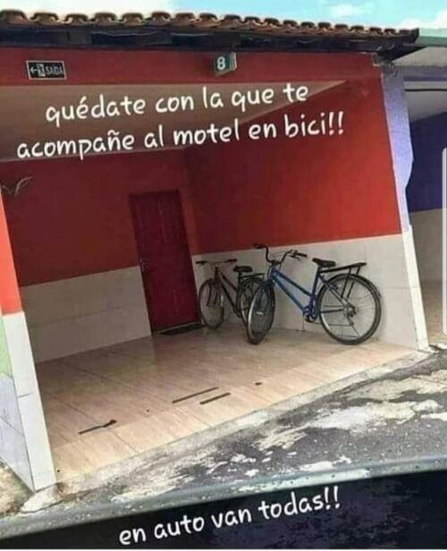 Quedate con quien te acompañe al motel en Bici