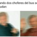 Cuandos dos conductores de buses se saludan