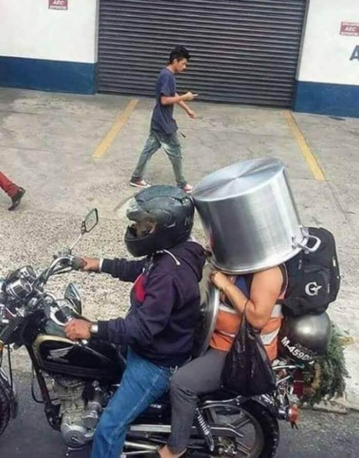 Cuando no tienes para un casco